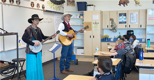 Craig and Lenora Johnson entertain students
